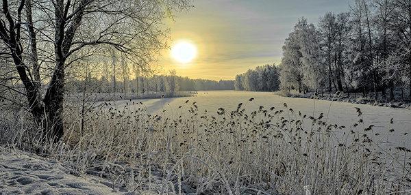 Рассвет на зимней реке