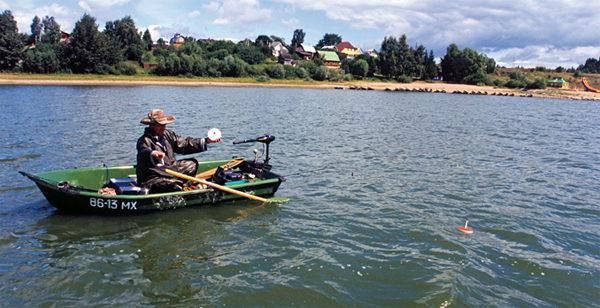 Установка жерлиц с лодки