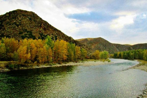 горная река осенью