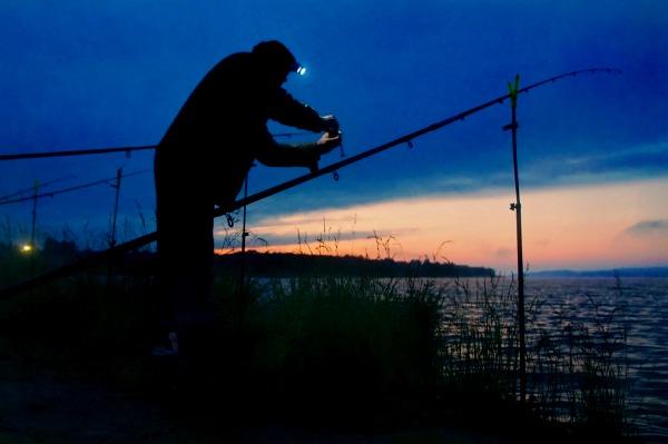 ночное место рыбака