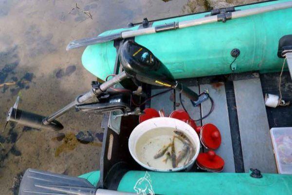ловят с лодки