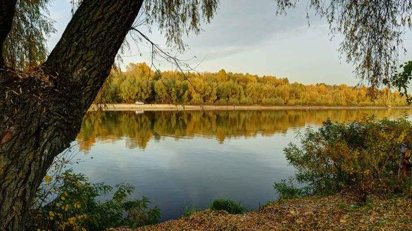 Река в сентябре