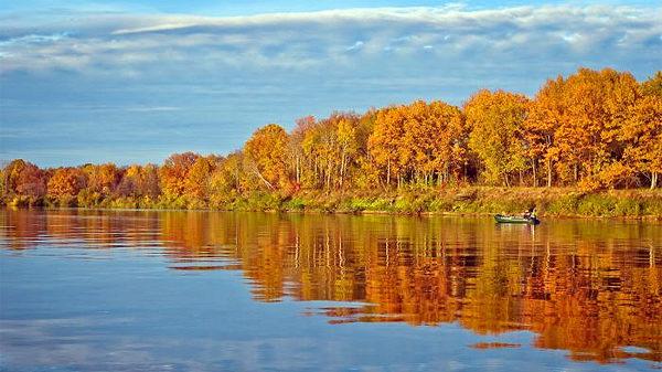 Река золотая осень