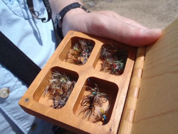 мушки в коробке