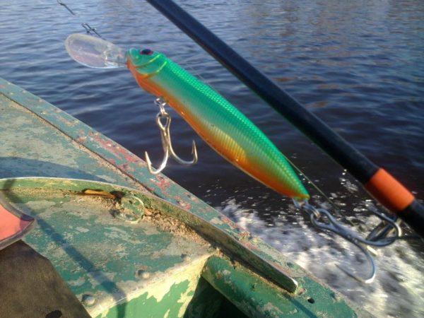 воблер ремор на фоне воды